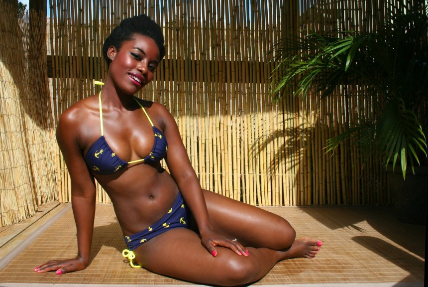 Bikini_Ebony