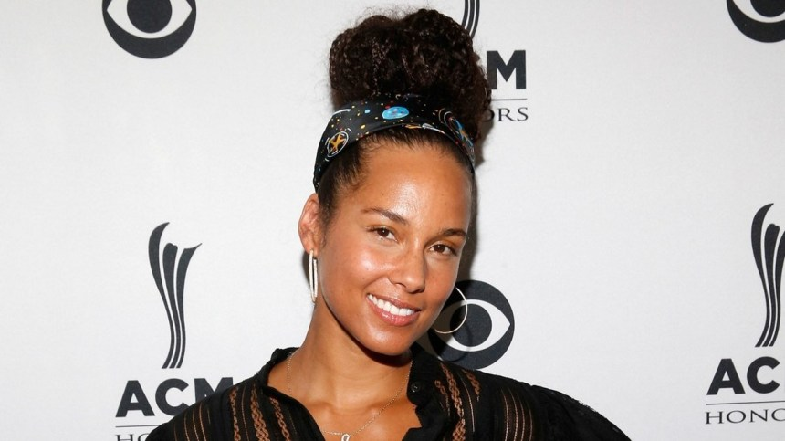 Alicia Keys has been pushing a no-makeup campaign in an effort to stay in the headlines