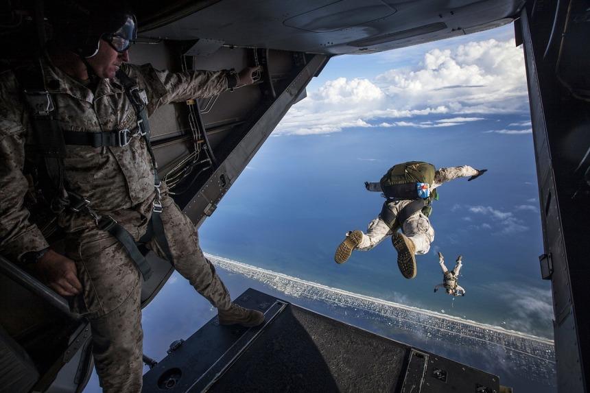 parachute-1416417_1280
