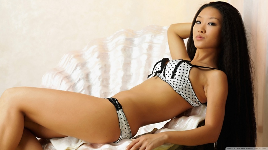 asian_girl_5-wallpaper-1366x768