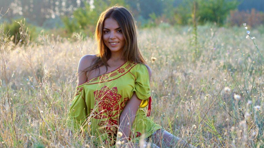 Girl_Grass2